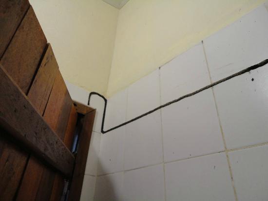 Marina Barro Preto Hotel: Muito cupim no banheiro