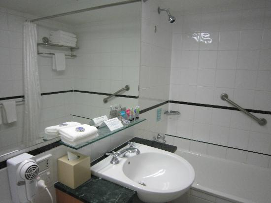 Watermark Hotel & Spa Gold Coast: Bathroom