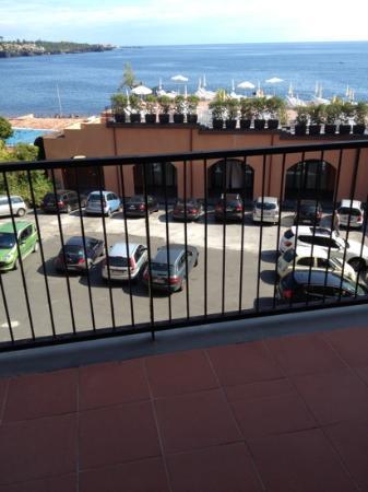 Hotel Santa Tecla Palace: вечером ночевали туристические автобусы 