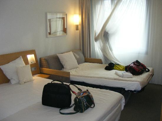Novotel Hamburg City Alster: Zimmer mit 2 Erw. und 1 K.