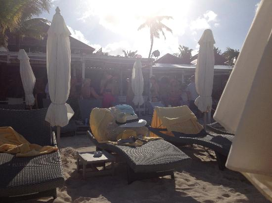 Tom Beach Hotel: Lounging at the beach