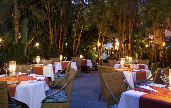 Essensia Restaurant & Lounge : Outdoor Dining
