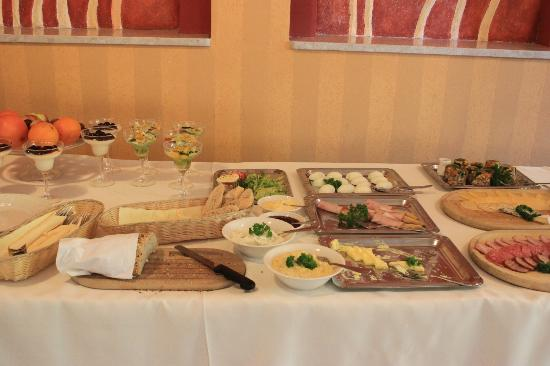 Hotel Nest: Breakfast buffet