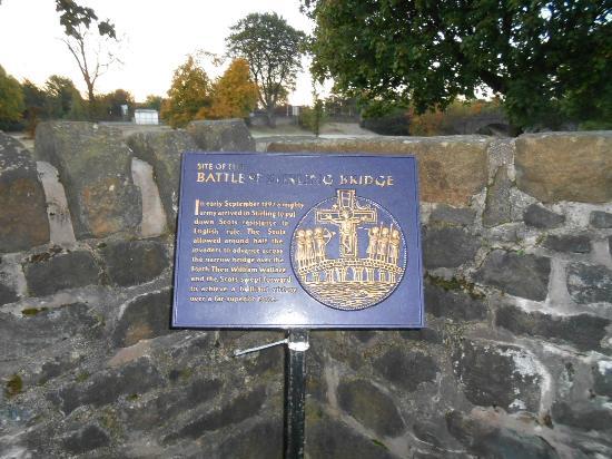Auchyle Guest House: battle bridge near guest house