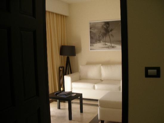 Ocean Maya Royale: living room