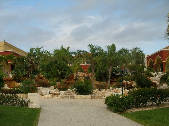 Ocean Maya Royale: grounds
