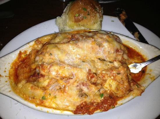 Enzos Pizzaria and Italian Cafe : Large serving of tasty Lasagna