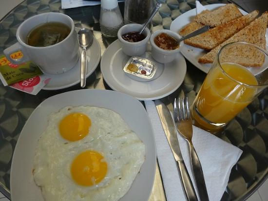 3B Barranco's - Chic and Basic - B&B: Breakfast