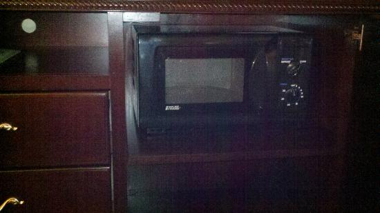 Country Inn & Suites by Radisson, Concord (Kannapolis), NC: Hidden Microwave