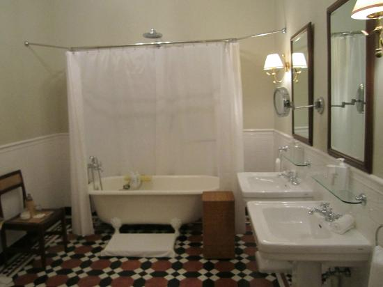 Ceylon Tea Trails: Bathroom