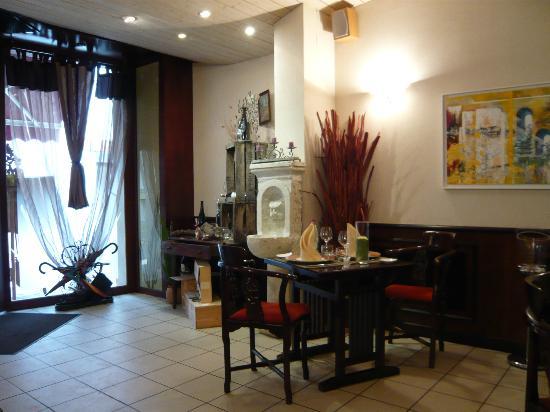 L'Ardoise: Comfortable, stylish surroundings.