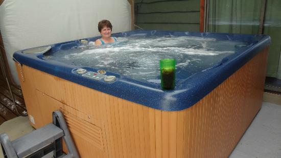 Bostrom's B&B On Little Beach Bay: Hot tub