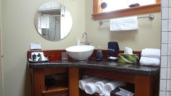 Bostrom's B&B On Little Beach Bay: Bathroom