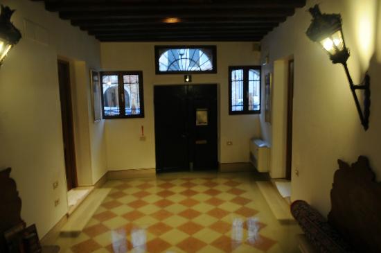 Palazzo Schiavoni: entree en begane grond onder water