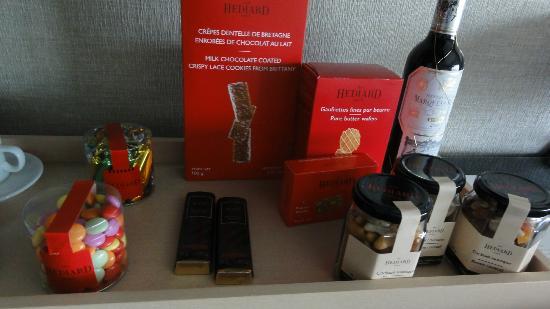 Hotel Arts Barcelona: chocolate mini-bar