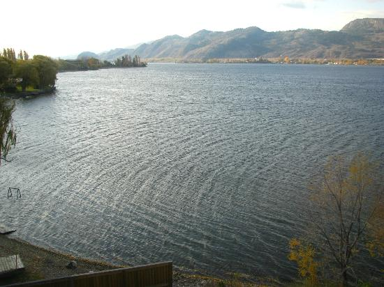 Walnut Beach Resort : Osoyoos lake looking to border with WA