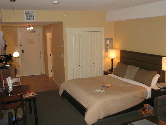 Walnut Beach Resort: King size bed