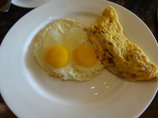 Hyatt Regency Kathmandu: Sunny Side Up/Omelette
