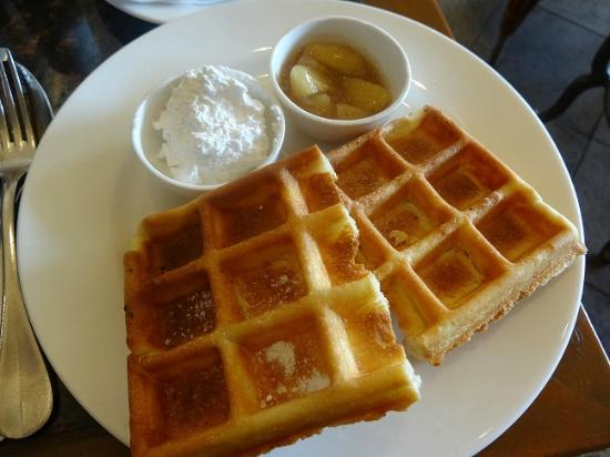 Hyatt Regency Kathmandu: Awesome waffles with Maple Syrup/Whipped Cream/Apple Compote