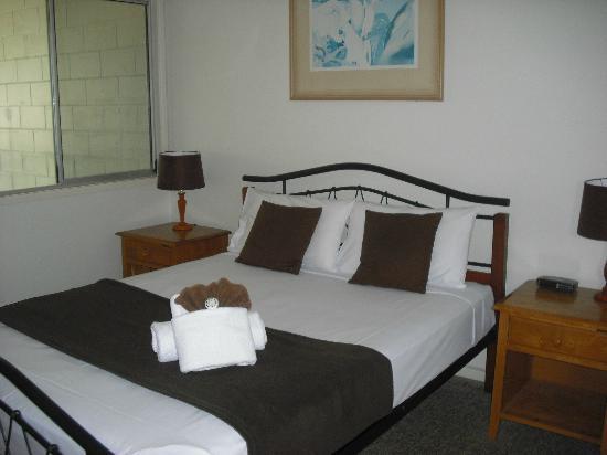 Seaview Apartments: Main Bedroom