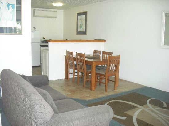 Seaview Apartments: Dining Room