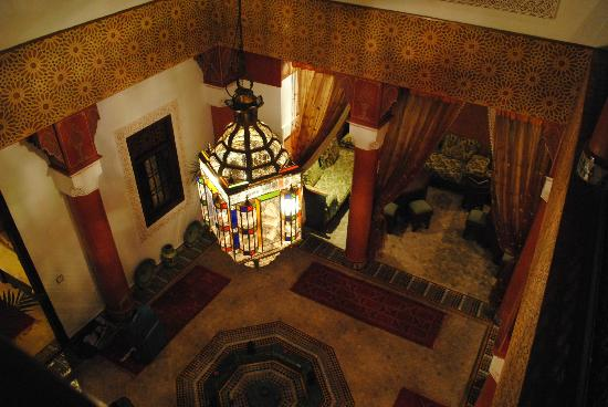 Riad Lila: Hall