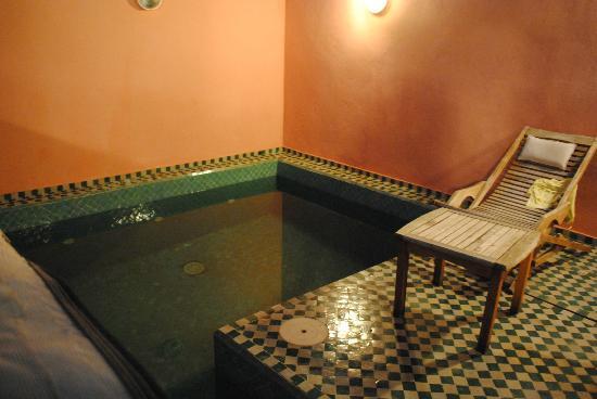 رياض ليلا: Pequeña piscina