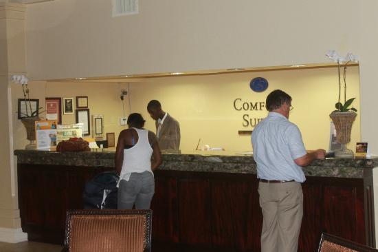 Comfort Suites Paradise Island: Lobby