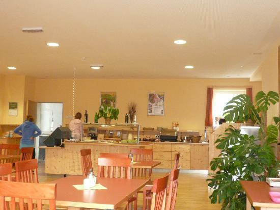 JUFA Hotel Bad Aussee: Frühstücksraum mit Buffet