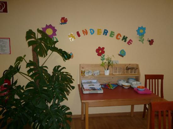 JUFA Hotel Bad Aussee: Kinderecke im Frühstücksraum