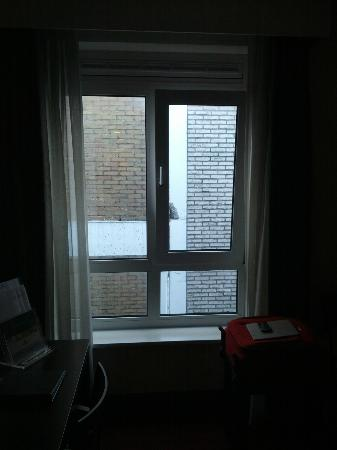 Hampshire Hotel - Oranje Leeuwarden : Uitzicht op een muur, wel lekker stil