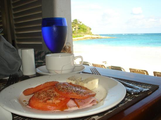 Pineapple Beach Club Antigua : The amazing view from our table at breakfast