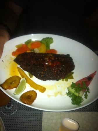 Unbelievable : Spicy blackened fish (wahoo or mahi) with sweet chili sauce