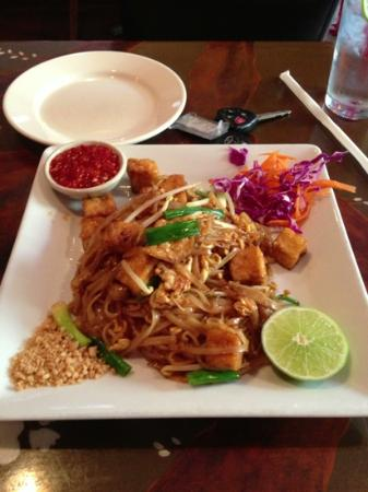 Lunch special (tom yum soup and pad thai) plus fish cakes as appetizer ...
