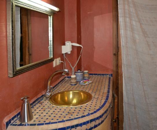 Riad Layalina Fez: bathroom