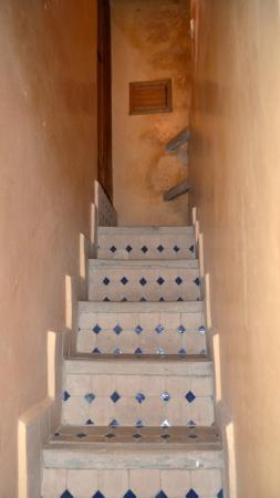 Riad Layalina Fez: steep steps leading to the 2nd bedroom