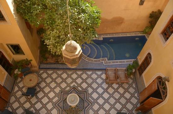 Riad Layalina Fez: courtyard