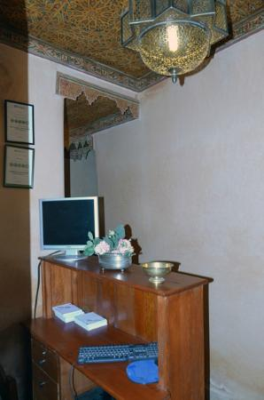 Riad Layalina Fez: front desk