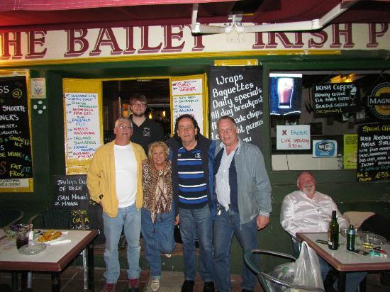 The Bailey Irish Pub : outside the bar