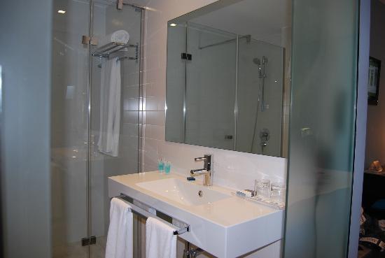 Eurostars Lex: Salle de bain moderne
