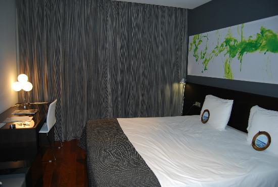 Eurostars Lex: Chambre avec lit spacieux