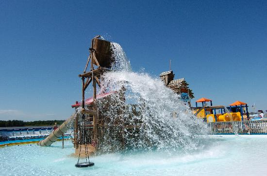 Γκράφτον, Ιλινόις: Chill out at Raging Rivers WaterPark right on the Mississippi River.