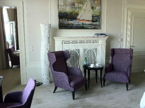 Hotel Atlantic Kempinski Hamburg: Schlafzimmer mit Sitzecke