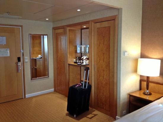 Hilton Paris Charles de Gaulle Airport: Double Closets