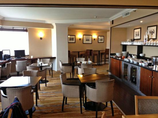 Hilton Paris Charles de Gaulle Airport: Executive Lounge