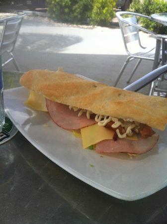 Elle's Deli: Club sandwich