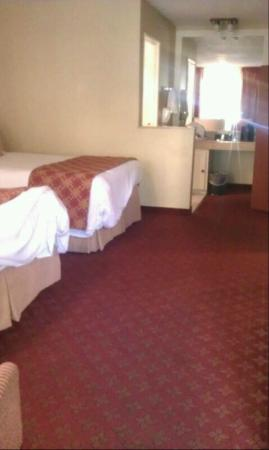 BEST WESTERN PLUS Anaheim Inn: 2nd room area