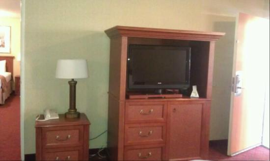 BEST WESTERN PLUS Anaheim Inn: TV in 2nd room