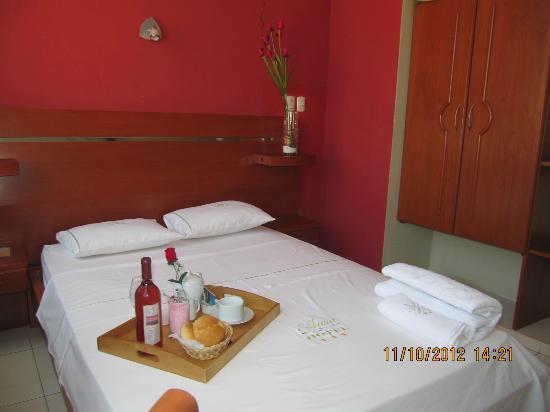 Aura Hotel: Acogedoras habitaciones