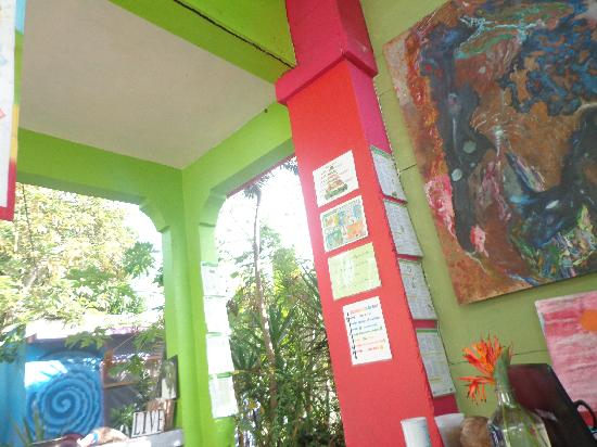 Roots and Fruits Juice Bar : Beautiful Ambiance